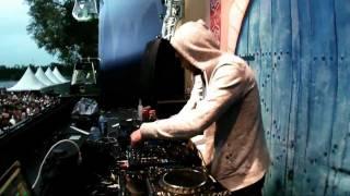 Смотреть клип Crypsis - Gangsta Shit