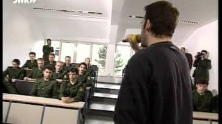 Boulevard Bou in der Polizeischule: Geh zur Polizei!