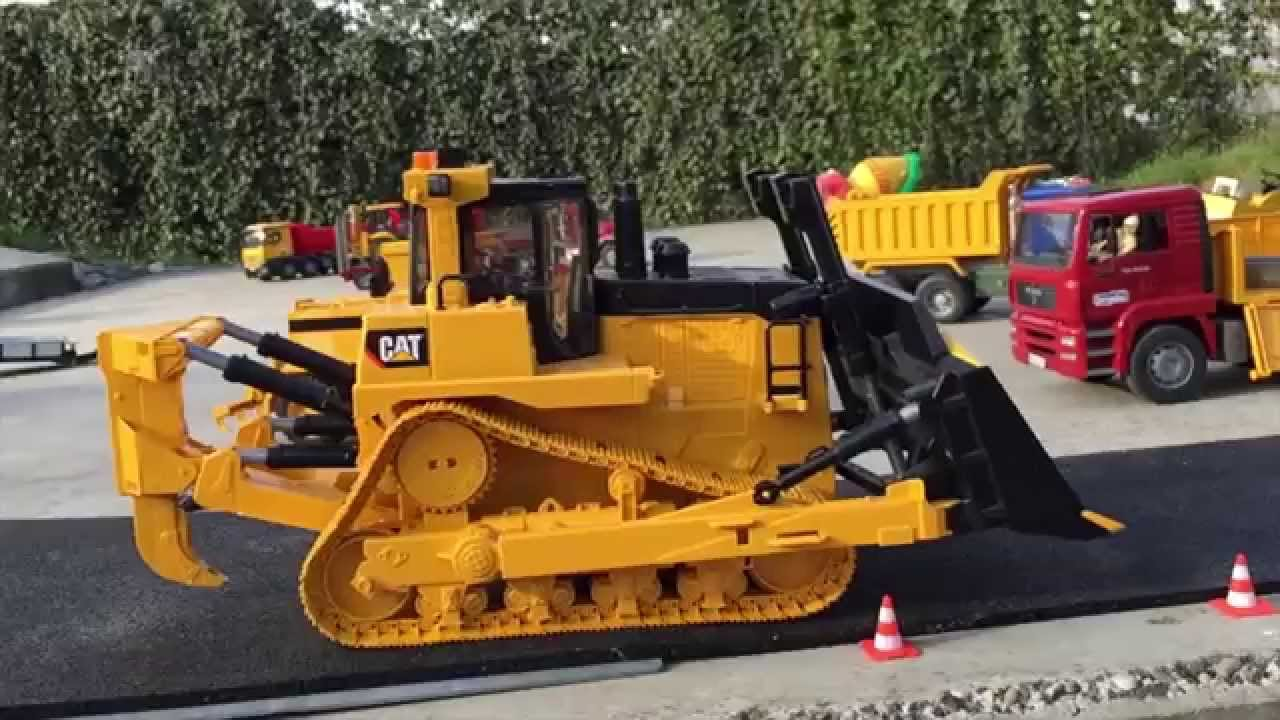 Bruder Construction Toys : Bruder toys cat d monster bulldozer drives in jack s