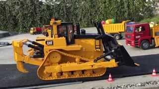 BRUDER Toys CAT D12 Monster Bulldozer drives in Jack
