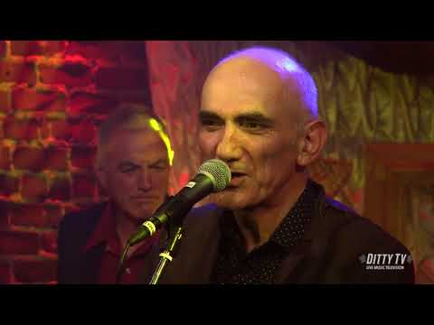"""Paul Kelly performs """"Josephina"""" on DittyTV"""