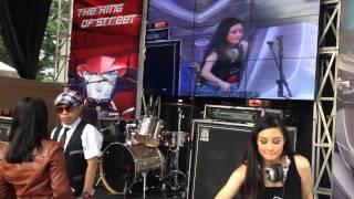 Daesy Nasline live at Lippo mall karawaci
