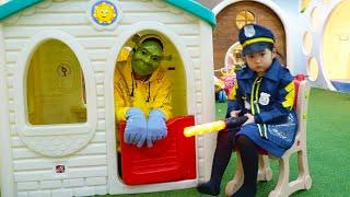 Boram finge ser o policial e Pegar um ladrão