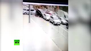В Киеве потерявший управление автокран протаранил около 20 машин