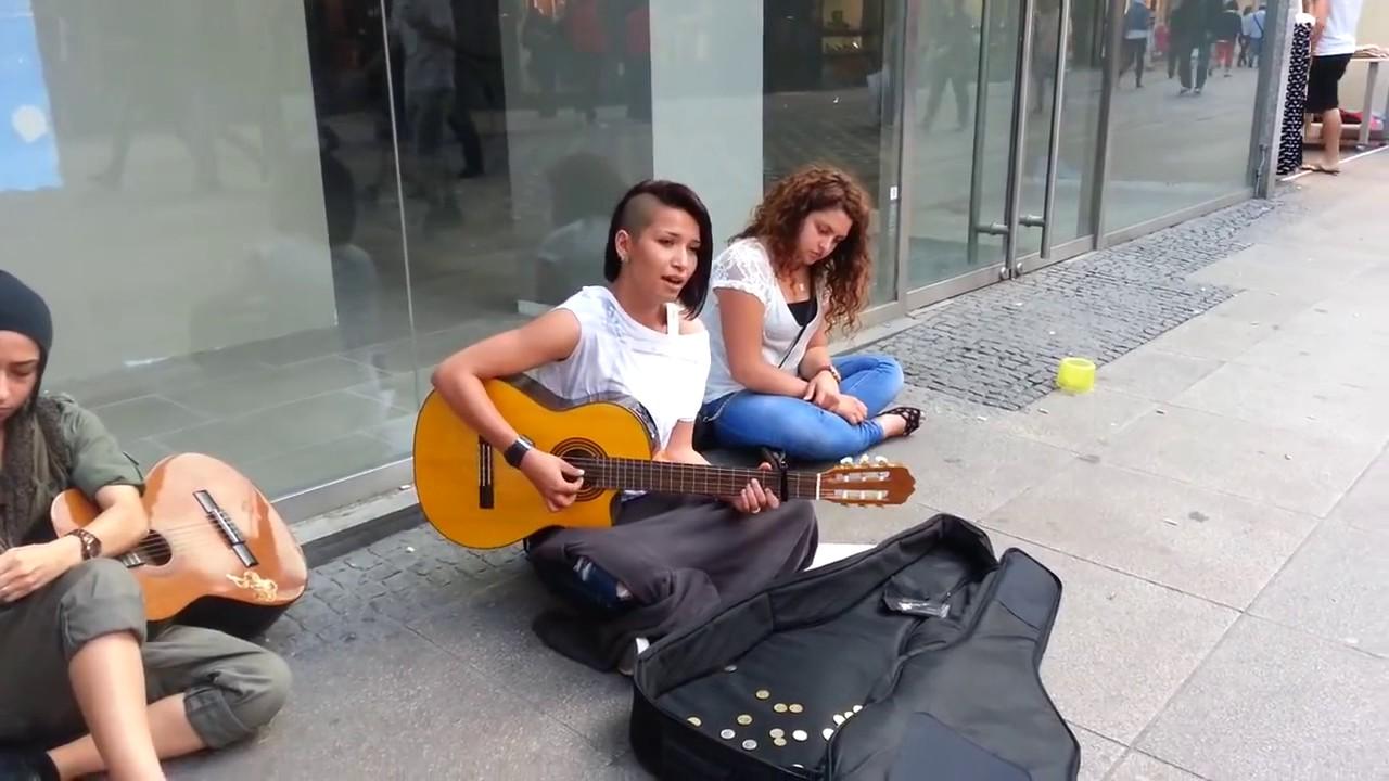 İzmir Marşı duygulu anlar yaşattı / İstanbul Taksim İstiklal caddesi sokak sanatçıları -Sokak Sanatı