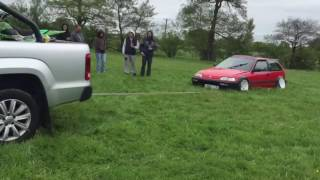Low stanced Honda civic stuck in the grass !