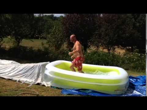 Glissade d 39 eau tomatos cup 2015 youtube for Glissade eau interieur