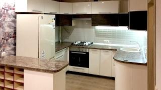 видео Кухонный стол с ящиками для приборов, посуды и рабочей поверхностью
