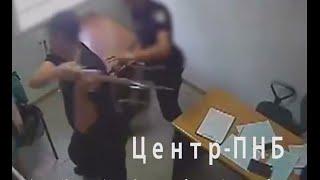 Новая полиция избивает парня! Полное видео