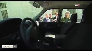 شاهد.. مقبض سيارة محلية الصنع يُفسد فرحة بوتين باستعراض العتاد العسكري الروسي