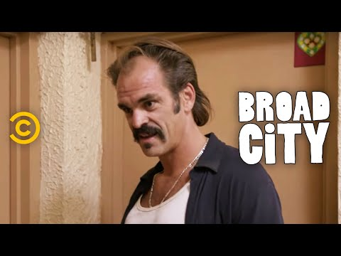 Broad City - Creepy Locksmith