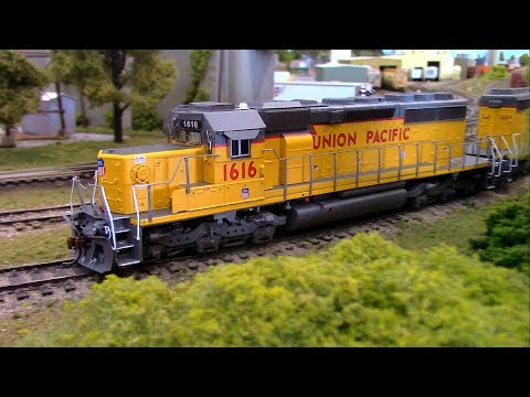 HO Scale OPS: Union Pacific SD40s 'N the Park