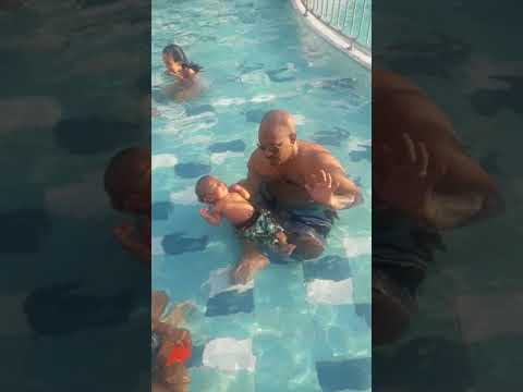 WOW ! Amazing 3 months infant float on water (infants are a natural)