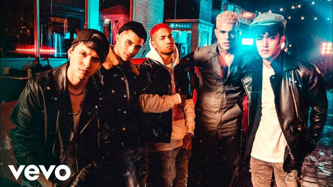CNCO - Beso (Music Video)