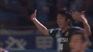 ゴール前に残っていた中村 憲剛(川崎F)が相手選手のコントロールミス...