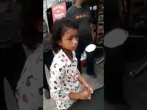 Aksi Bocah Tipu Nasabah ATM di Makassar Terekam CCTV