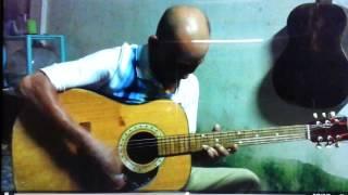 Nhạc sĩ nghèo trình bày bản nhạc WEOLY BOOLY