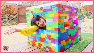 비오는날 집 만들기 해요! 상어가족 텐트 메가블럭 장난감 놀이 Kukmin has a cold pretend play with Mega block toys | MariAndKids