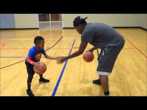 À 5 ans, il est un as du basket!