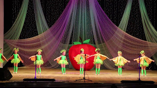 """Download Веселый детский танец """"Жить здорово"""" (танец гусениц) д/с 104, г. Рыбинск Mp3 and Videos"""