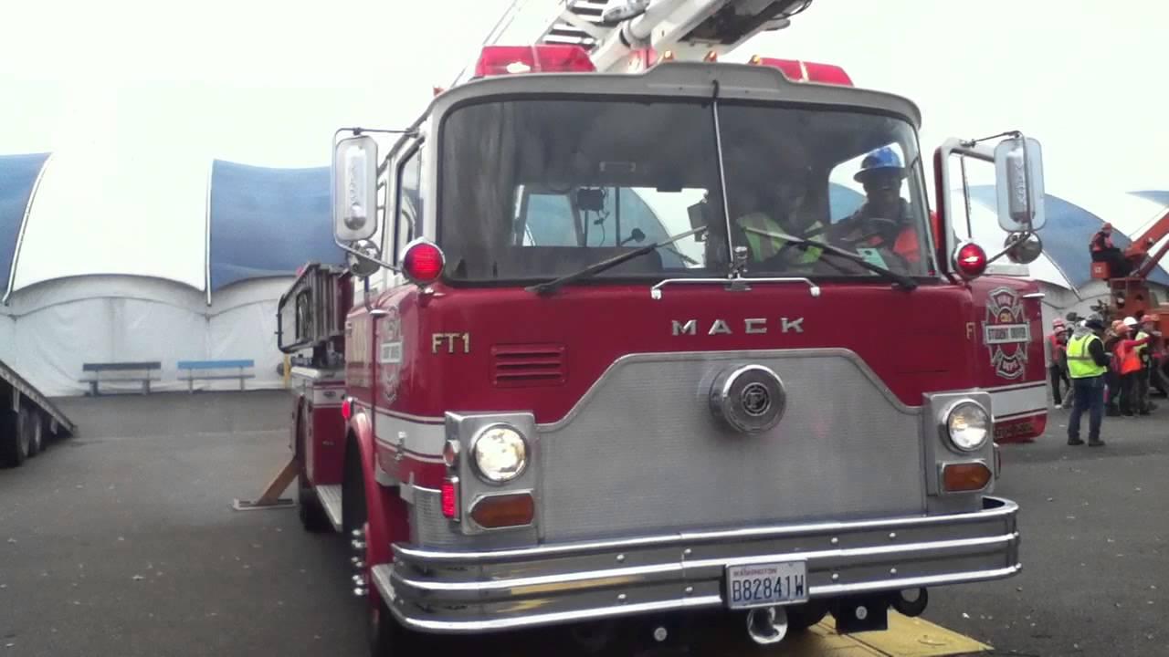 1970 Mack Truck : Mack cf fire truck part walkaround youtube