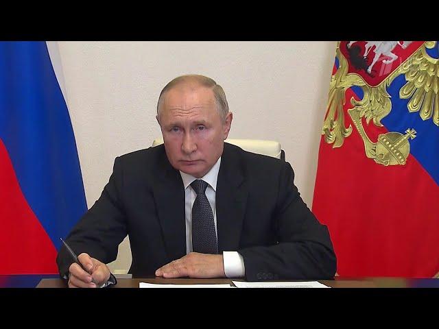 Владимир Путин провел встречу с главой республики Марий Эл Александром Евстифеевым.