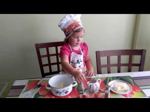 Шеф-повар готовит омлет!