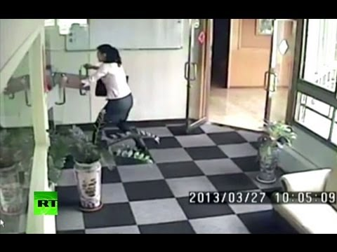 CCTV: Earthquake shakes office building in Taiwan