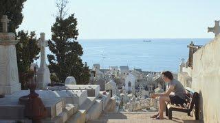 詩を作るため海辺の街に訪れた男は…!映画『若き詩人』予告編