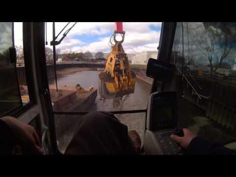 974c unloading barges
