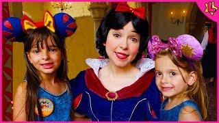 Laurinha no Almoço com as Princesas no Castelo da Disney