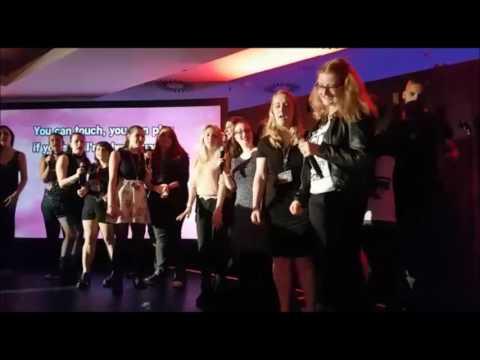 Dystopia Con Ausschnitte der Panels und der Karaoke Party