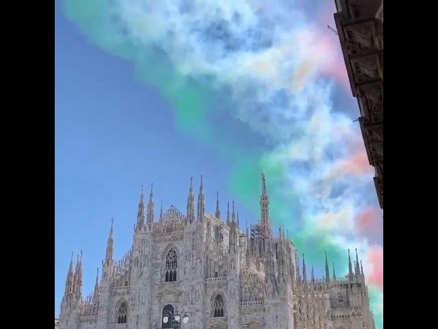 Frecce tricolori nel cielo di Milano