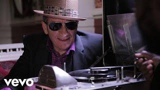 Elvis Costello, The Roots - Walk Us UPTOWN (Lyric Video)