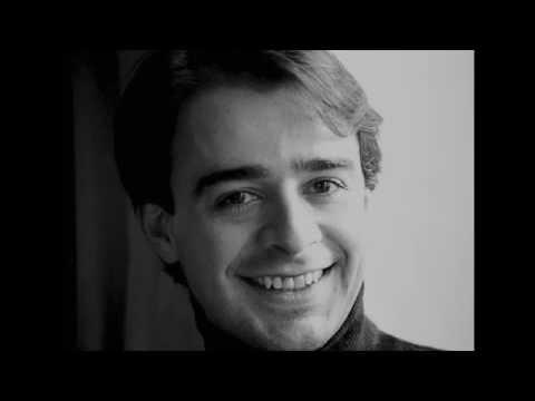 Alberto Urroz plays I. Albéniz Suite Antigua Nº 3: Minuetto & Gavotte.
