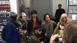 Hideo Kojima nach einer Autogrammstunde im Saturn Alexanderplatz Berlin 23.02.2013