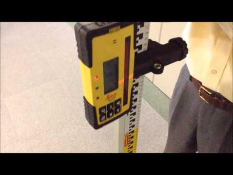回転レーザー Rugby 840 : 廊下の不陸確認
