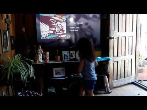 Ava slam Dancing