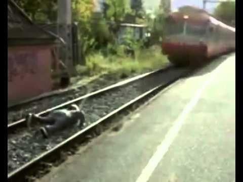 Clip  Chơi ngu với tàu lửa!