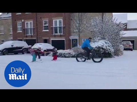 Super-dad pulls all three of his kids along in snow - Daily Mail