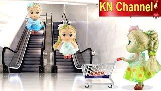 KN Channel BÚP BÊ ĐI SIÊU THỊ CÓ THANG CUỐN Đồ chơi trẻ em CỦA BÉ NA thumbnail