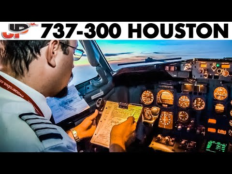 Piloting BOEING 737-300 to Houston | Cockpit Views