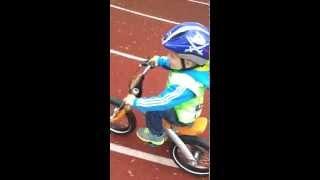 Moritz T 2 Jahre 5Monate fährt mit Fahrrad BMW Kidsbike(Moritz fährt mit 2 Jahren und 5 Monaten Fahrrad, BMW Kidsbike., 2014-05-11T11:20:52.000Z)