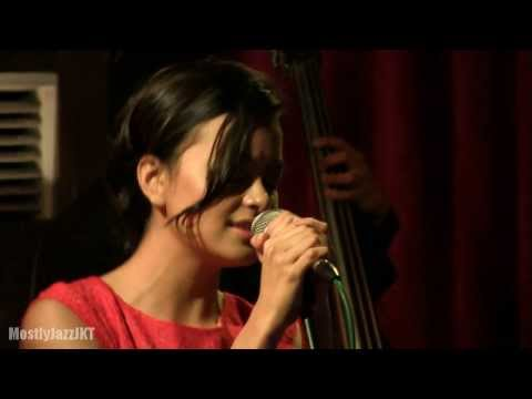 Eva Celia - Christmas Song @ Mostly Jazz 21/12/13 [HD]