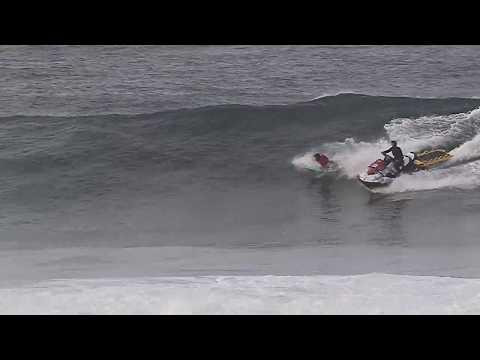 Surferos y motos de agua conviven en Barreiros