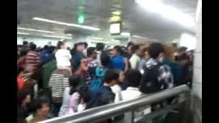 Очередь в метро на Шоу фейерверков в Сеуле 05.10.2013