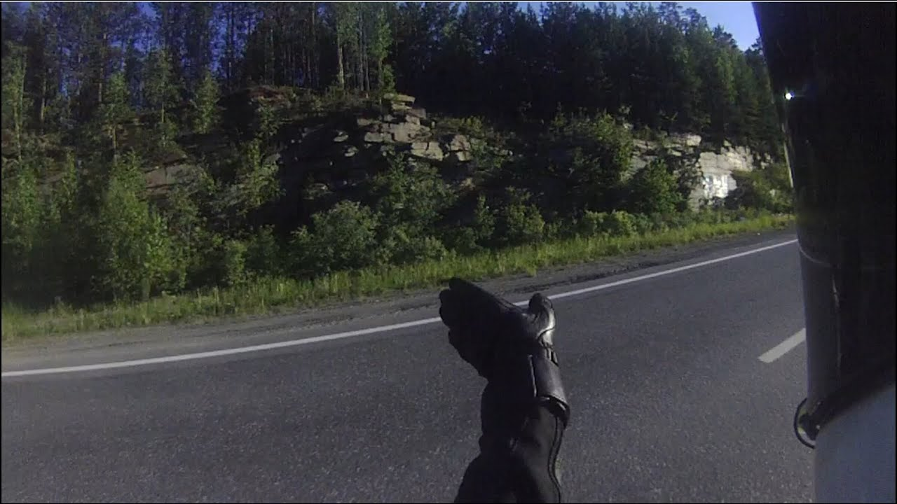 Зеркало заднего вида на мотоцикл важный элемент, который обеспечивает обзор дорожного полотна, находящегося за пределами видимости мотоциклиста. Большинство аварий на дорогах с участием мотоцикла происходит по причине плохой видимости мототранспорта на дороге. Но также из-за того,