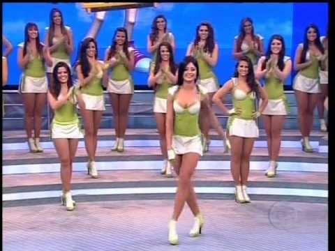 Faustão desafia Aline Riscado a erguer perna em 180 graus - 10.06.2012.wmv