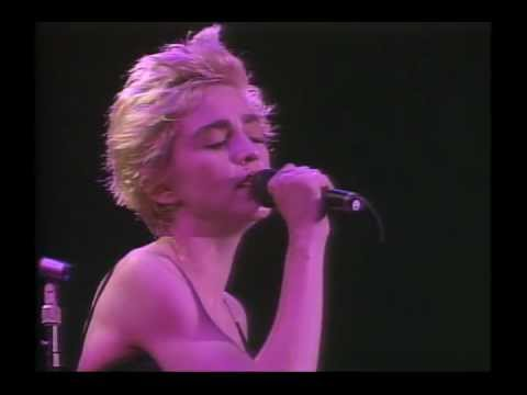 13. Live To Tell - Madonna - Who's That Girl Tour - Live In Japan