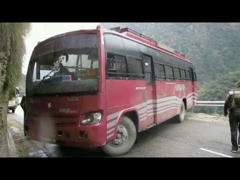 driver turn back bus on narrow road, mandi to Kullu, Himalaya road 2k17 | shockwave